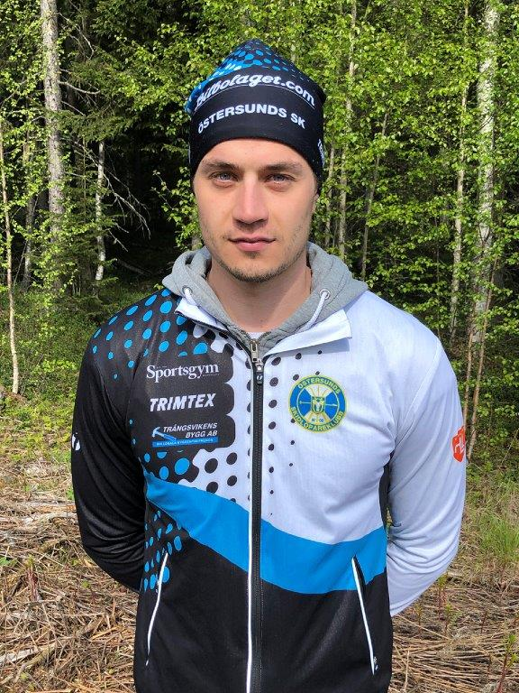 Erik Persson i sin nya klubbdräkt. FOTO: Östersunds SK.