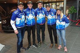 JörgenBrink har tagit rollen som Team Manager i Team Igne. Här är Jörgen med åkarna i teamet. Fr.v Niklas Henriksson, Johan Lövgren, KlasNilsson ochSofia Lindberg. FOTO: Porsche Center.