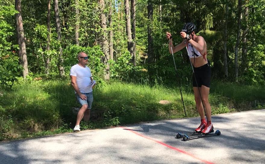 Pontus Nordström hade greppet vid spurtpriset efter 21 kilometer. I mål fick han nöja sig med sjunde plats. FOTO: Rullskidgalejet.