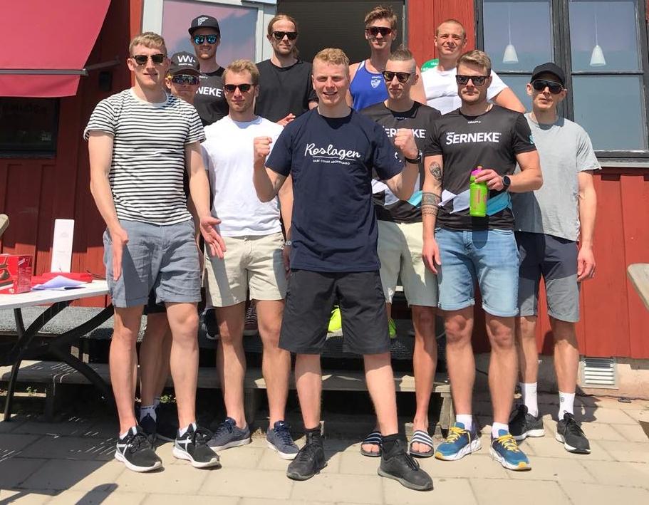 De elva bästa i herrklassen med segraren Anders Höst längst fram. FOTO: Rullskidgalejet.