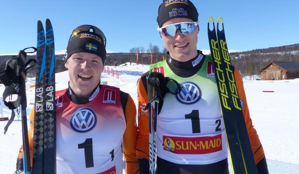 Vinnarna från SM-sprintstafetten i våras, Hugo Jacobsson och Oskar Svensson, är två av många från landslagsgrupperna som åker SM på rullskidor i Malmö. FOTO: Johan Trygg/Längd.se.