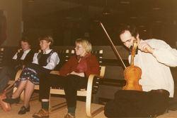 Visegruppa øver til konsert på Kaupanger 1984