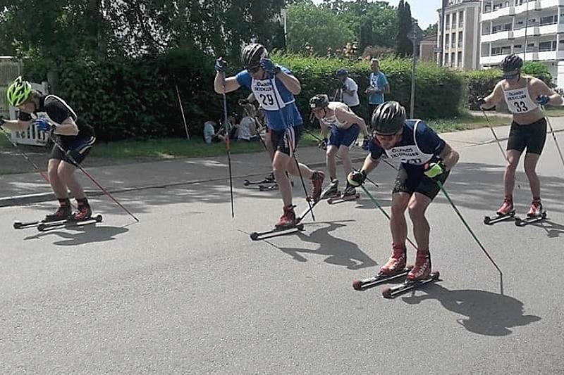 Ölands rullskidhelg genomfördes i strålande väder. Här en start under Hamnsprinten under lördagen. FOTO: Linus af Wåhlberg.