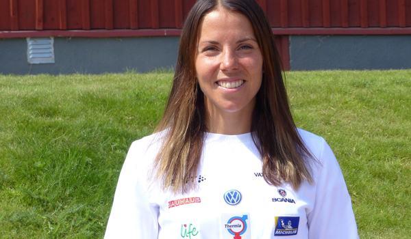 Charlotte Kalla trivs i landslaget och laddar vidare för en ny vinter. Den här veckan med träning i Torsby. FOTO: Johan Trygg/Längd.se.