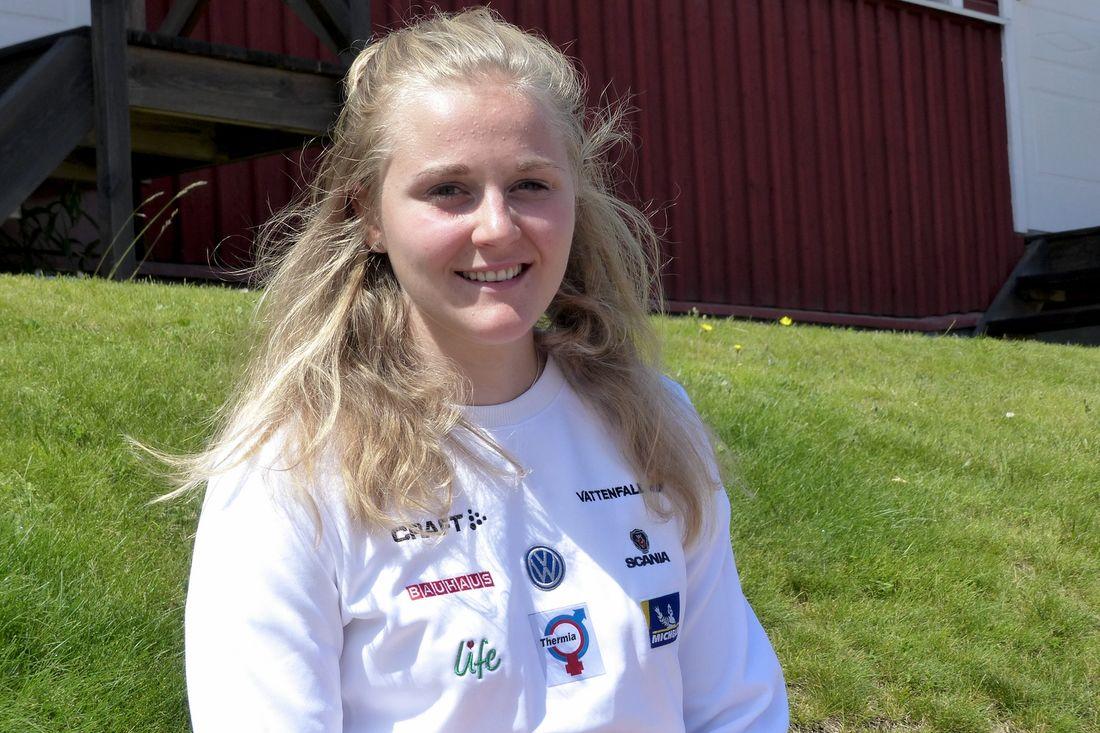 Stina Nilsson missar landslagets läger på hög höjd i Frankrike som hon sett fram emot. Efter ett fall under löpträning har hon fått en spricka i ett revben. FOTO: Johan Trygg/Längd.se.