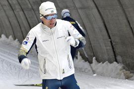 Martin Bergström lämnar IFK Umeå för sin gamla klubb Piteå elit till kommande vinter. Här är Martin med tungan rätt i mun vid ett teknikpass i Torsby skidtunnel i veckan. FOTO: Johan Trygg/Längd.se.