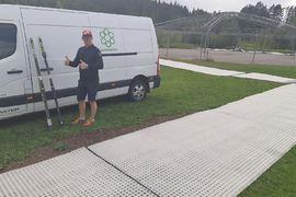 Bollnäs indoor summerski XC supersprint kommer genomföras på plastspår. Likadana som finns här vid Lars Englunds sommarskidspår vid Bolleberget, Bollnäs.