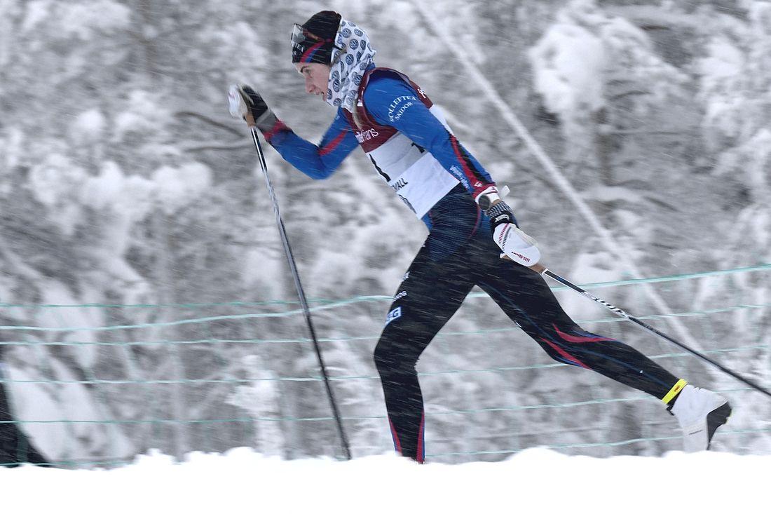 Ebba Andersson på väg mot en förkrossande seger på 15 kilometer vid SM i Sundsvall i vintras. Nu har Ebba mottagit Sixten Jernbergpriset för sina insatser på SM. FOTO: Johan Trygg/Längd.se.