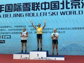 Linn Sömskar vann supersprinten vid rullskidvärldscupen i Kina före norskan Julie Henriette Arnesen och Jackline Lockner. FOTO: Svenska skidförbundet.