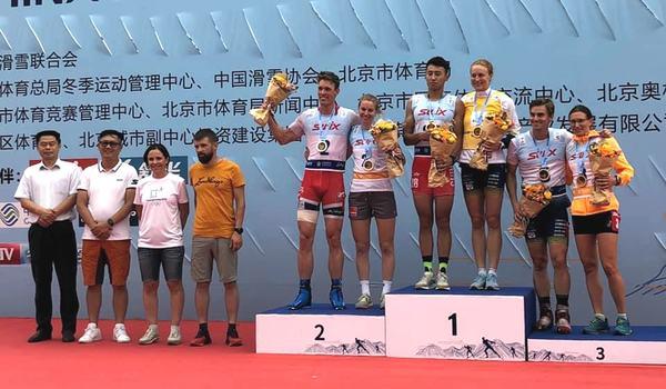 Linn Sömskar tog tredje raka segern i Kina vid dagens masstartslopp och Victor Gustafsson grejade en tredjeplats. FOTO: Svenska skidförbundet.