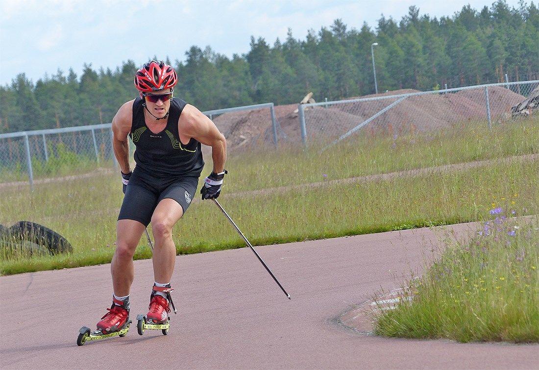 Victor Gustafsson ligger tvåa i rullskidvärldscupen inför kommande deltävlingar i Ryssland. FOTO: Johan Trygg/Längd.se.