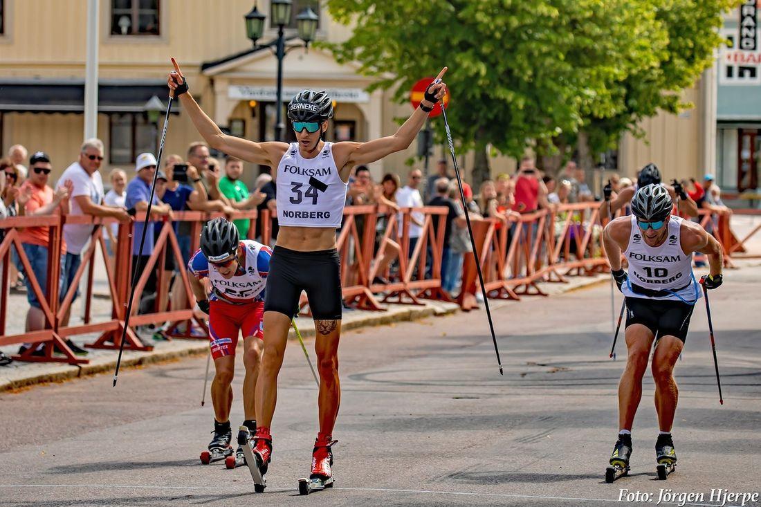 Pontus Nordström spurtade hem segern i Engelbrektsrullen före Tom Fahlén till vänster och Daniel Richardsson till höger. FOTO: Jörgen Hjerpe.