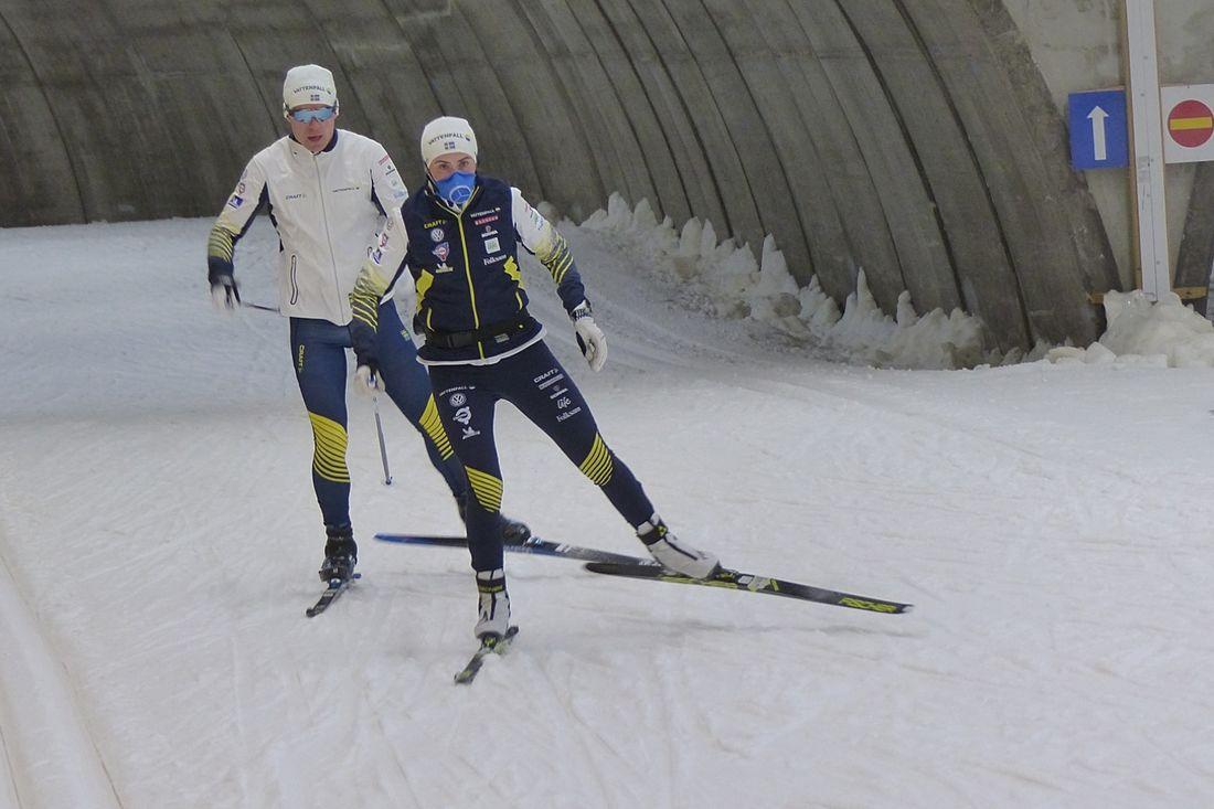 Ebba Andersson och Martin Bergström är två av landslagsåkarna som tränar på läger i Sollefteå respektive Vålådalen den här veckan. FOTO: Johan Trygg/Längd.se.