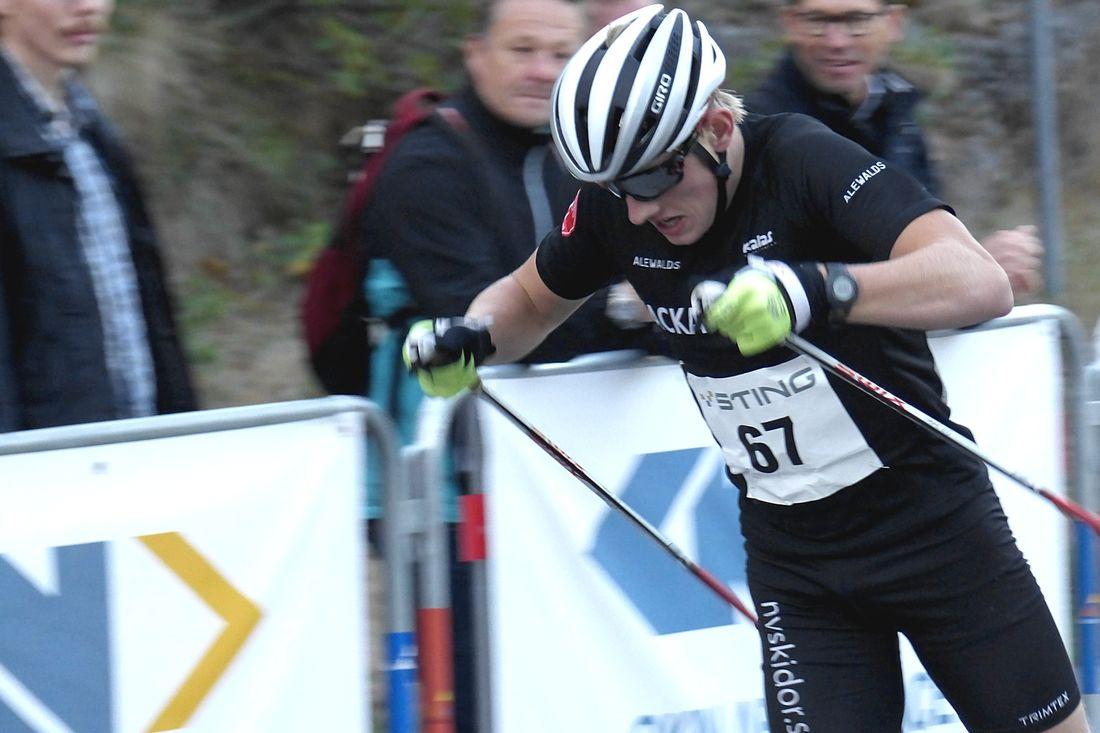 Johan Ekberg åkte hem guld i juniorklassen vid VM på rullskidlor i Lettlamd. FOTO: Johan Trygg/Längd.se.