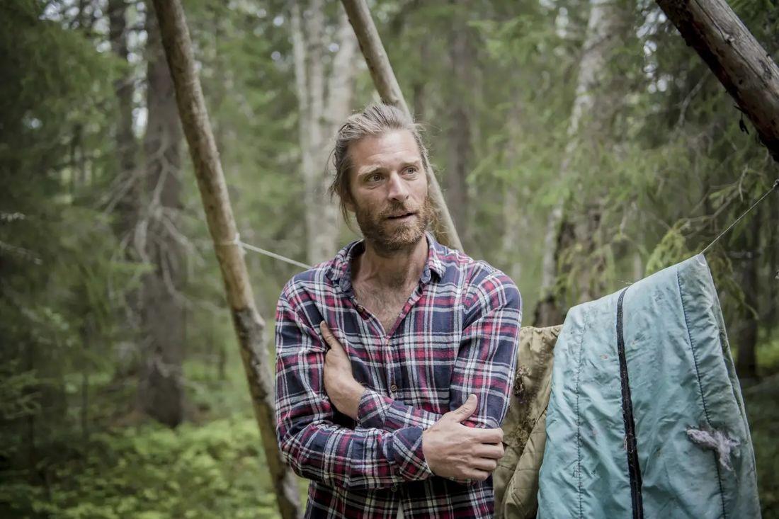 Markus Torgeby kommer till Mora tillsammans med ett gäng goda vänner för att springa Vasastafetten samtidigt som de bor i tältkåtor i Vasaloppsarenan.