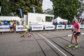Linn Sömskar två gånger om i Trollhättan på fredagskvällen. Här finalen på Integra Sprint Race före Jackline Lockner. FOTO: Alliansloppet.