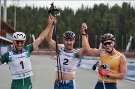 Victor Gustafsson, längst till höger, avancerade från sjätte till tredje plats på jaktstarten vid rullskidvärldscupen i Ryssland. Eugeniy Dementiev, Ryssland vann före Italiens Matteo Tanel.
