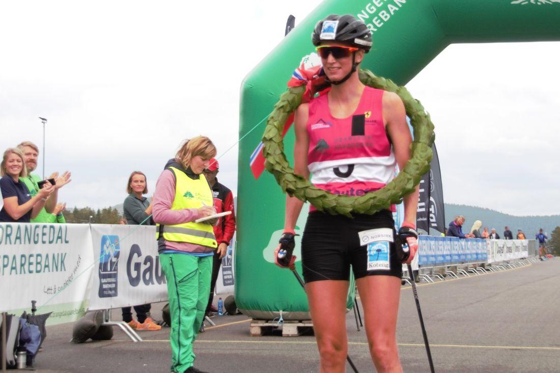 Kari Vikhagen Gjeitnes vann sex mil långa Gautefallrennet 4,44 före Lina Korsgren. FOTO: Visma Ski Classics.