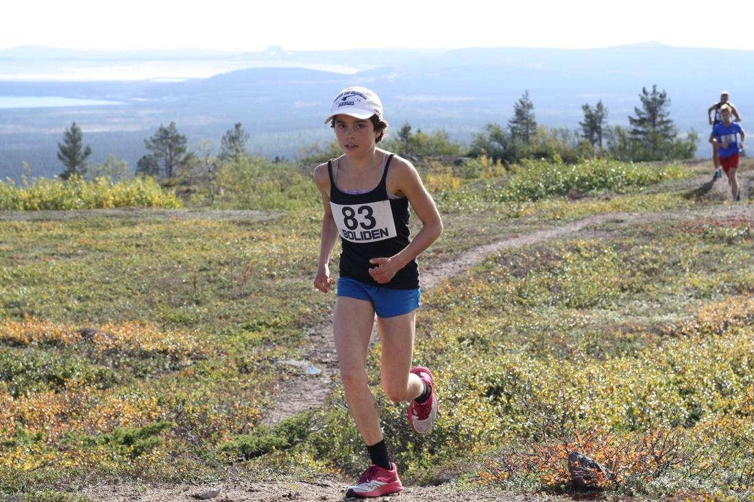 Endast 13 år gamla Sita Kangas vann damklassen på Dundret Extreme Running. FOTO: Matilda Niva.