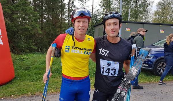 Alfred Buskqvist och Marcus Johansson gjorde upp om segern på rullskid-SM:s masstart och Marcus tog hem spurten. FOTO: Svenska skidförbundet.
