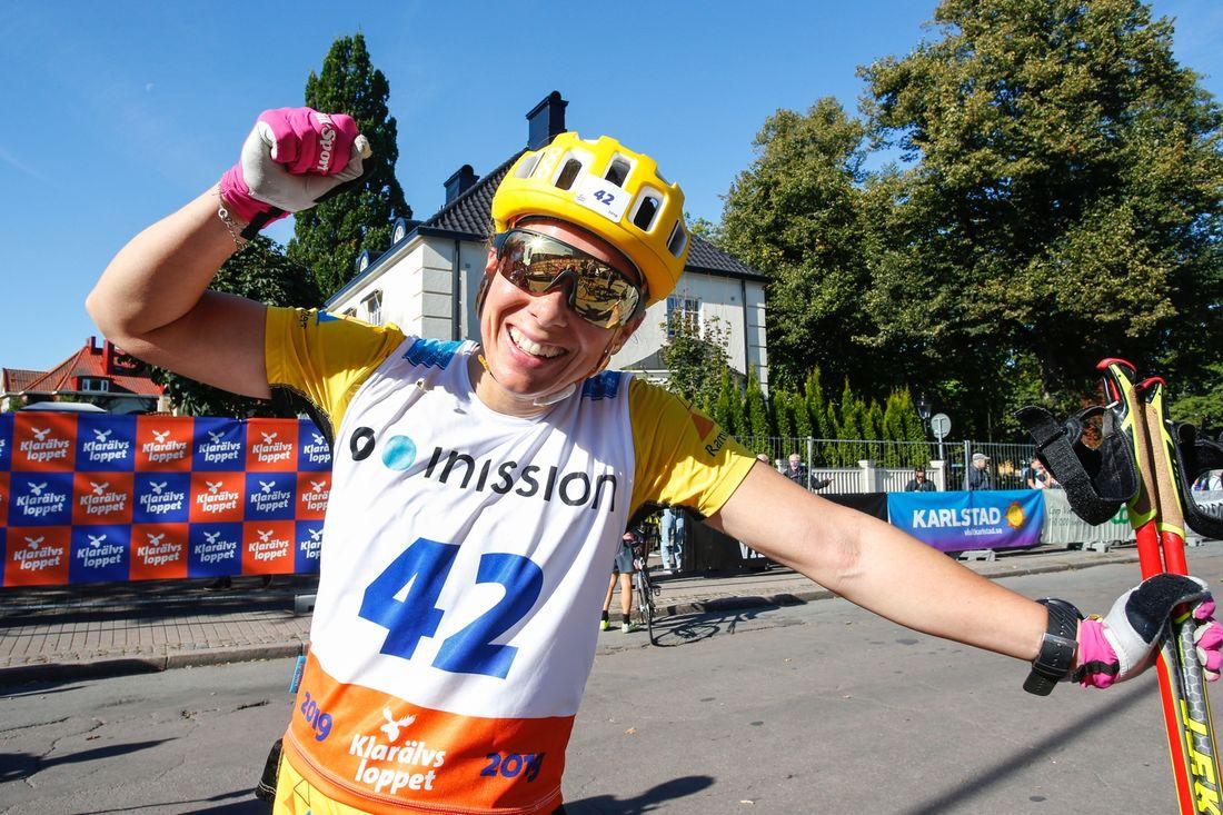 Lina Korsgren sken ikapp med solen i Karlstad efter segern på Klarälvsloppet. FOTO: Tony Welam/Klarälvsloppet.