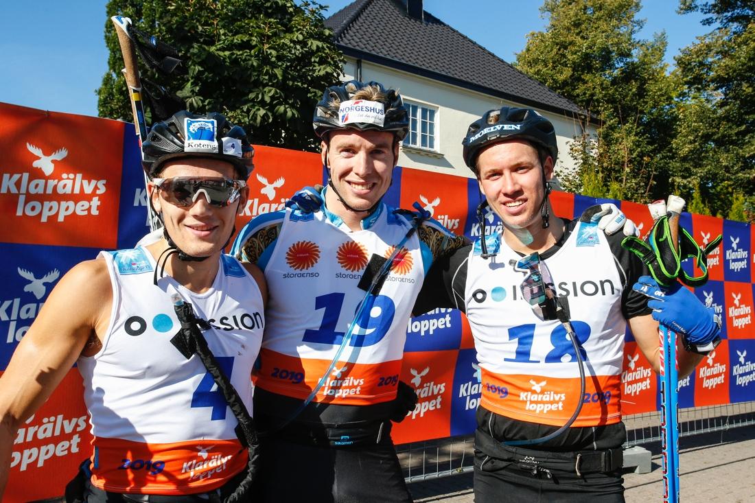 Topptrion Hoelgaard, Berg och Persson pustar ut. FOTO: Tony Welam/Klarälvsloppet.