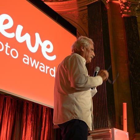 Juryens leder, Yann Arthus-Bertrand, under prisutdelingen av Cwew Photo Award 2019 i Wien 26. september. (Foto: Toralf Sandåker)
