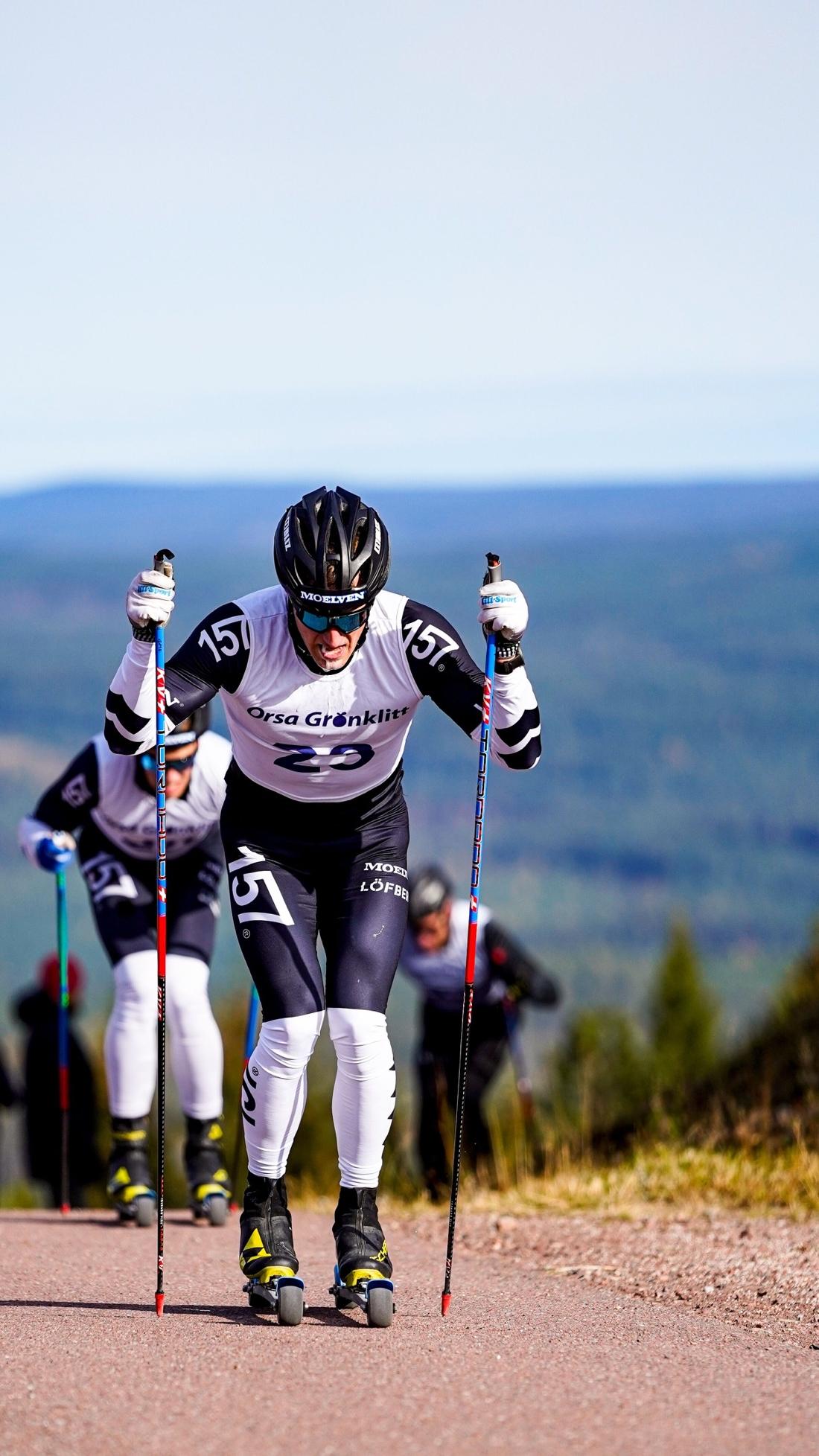 Öyvind Moen Fjeld före Andreas Holmberg och med Daniel Rickardsson skymtande där bakom blev tvåa, trea och fyra. FOTO: TW Media.