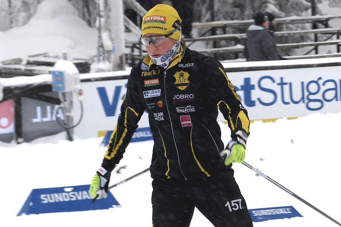 Hanna Falk missar inte bara kommande landslagsläger i Italien. Ulricehamnsåkaren kommer att göra en diskoperation och står över tävlande i vinter. FOTO: Johan Trygg/Längd.se.