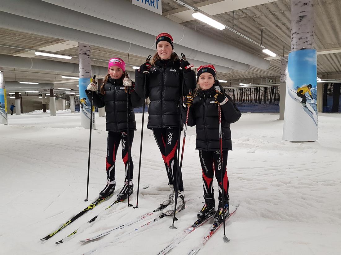 Tre systrar Strand på träning i Skidome. FOTO: Odd Wallum.