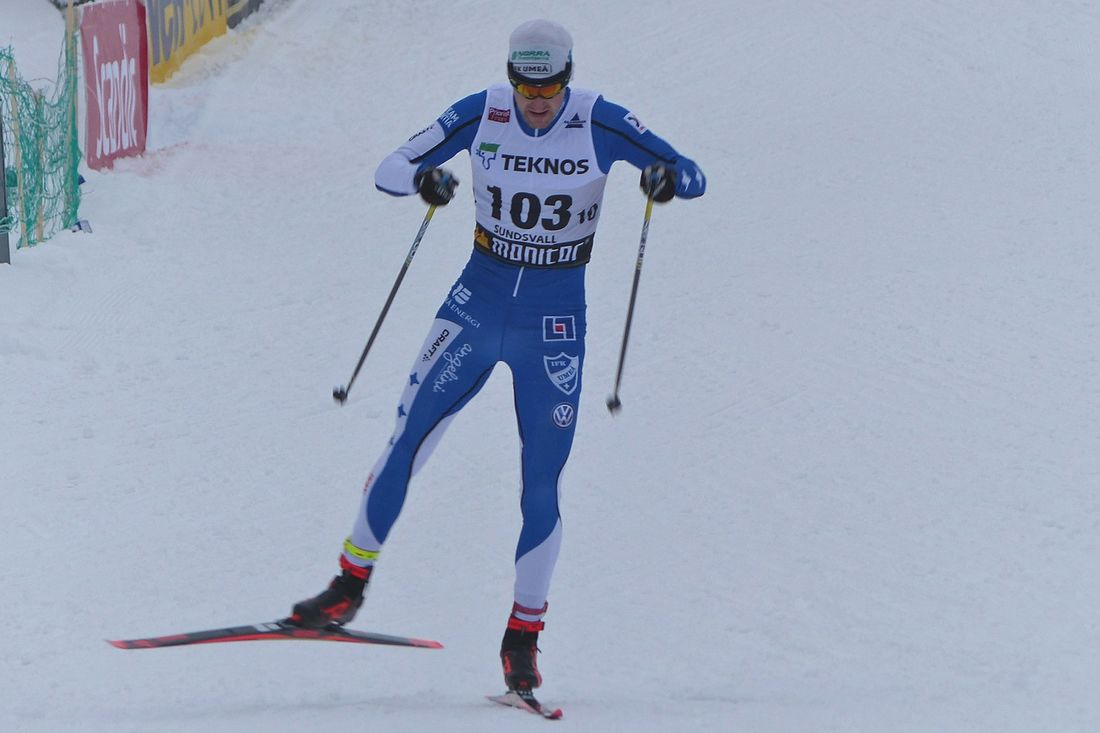 Teodor Peterson blir klubbkompis med Calle Halfvarsson i Sågmyra och därmed får den lilla dalaklubben ett sylvasst lag till SM-sprintstafetten. FOTO: Johan Trygg/Längd.se.