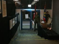 Vår utstilling med militær æresvakt.