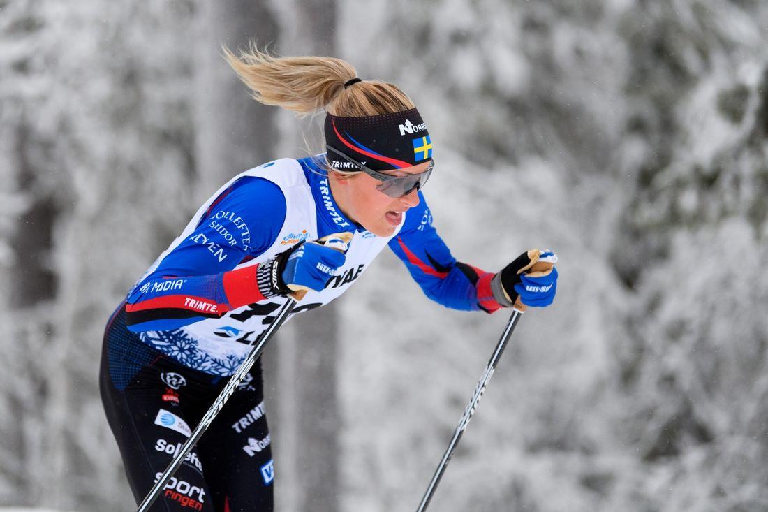 Frida Karlsson måste dra ner på sin totala belastning under en tid meddelar landslagsläkaren Magnus Oscarsson. FOTO: Bildbyrån/Mathias Bergeld.
