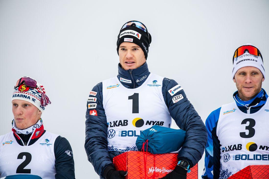 Jens Burman, Dario Cologna och Daniel Richardsson på pallen efter 15 kilometer klassiskt vid Gällivarepremiären. FOTO: Bildbyrån/Mathias Bergeld.