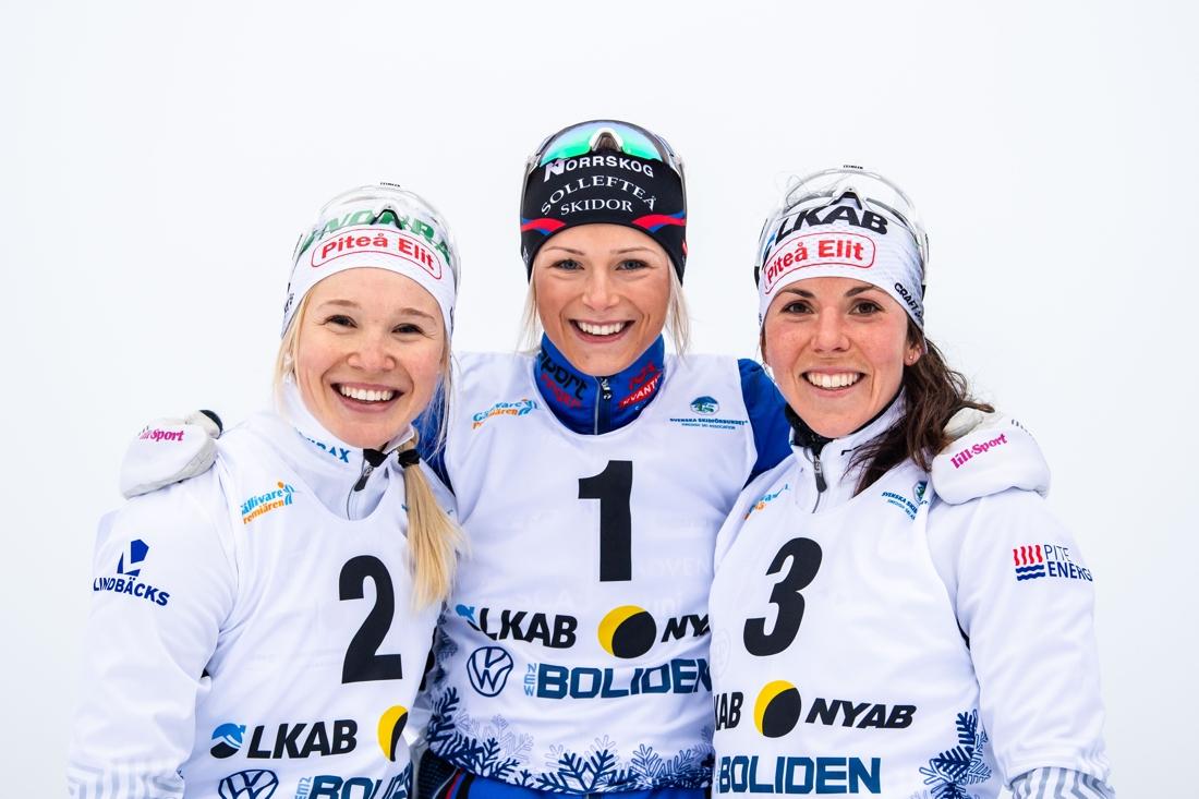 Pallen med Jonna Sundling, Frida Karlsson och Charlotte Kalla. FOTO: Bildbyrån/Mathias Bergeld.