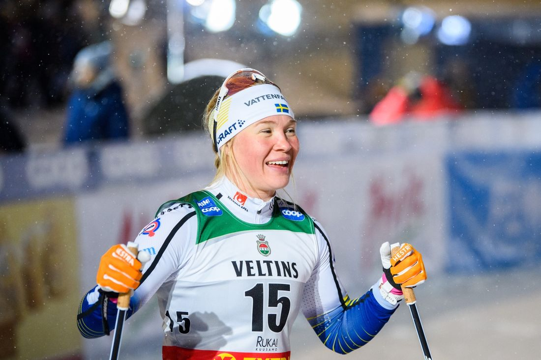 Jonna Sundling startade världscupsäsongen med en andraplats bakom Maiken Caspersen Falla i Ruka, Finland. FOTO: Bildbyrån/Carl Sandin.