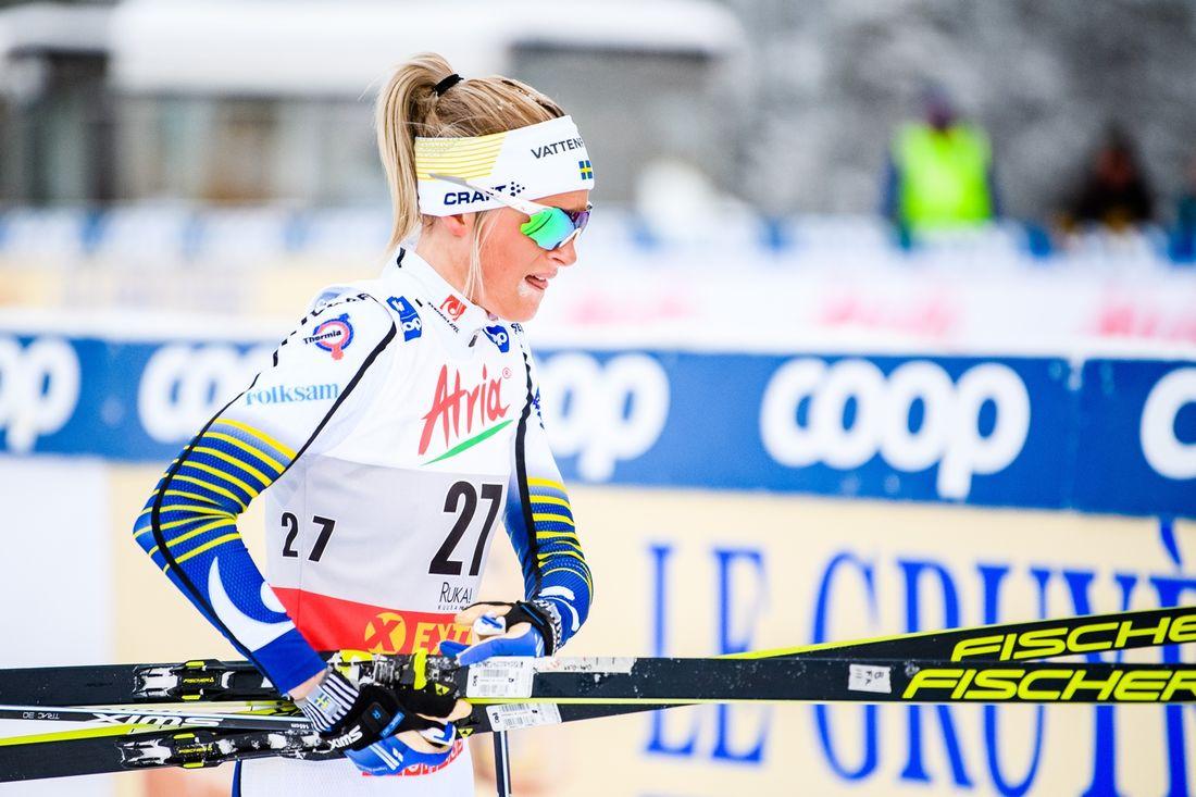 En besviken Frida Karlsson efter elfteplatsen på 10 kilometer klassiskt i Ruka. FOTO: Bildbyrån/Carl Sandin.