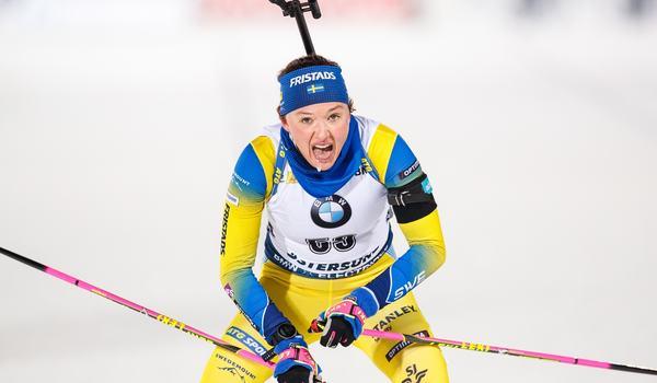 Linn Persson i mål som femma på världscupsprinten i Östersund. FOTO: Bildbyrån/Johan Axelsson.