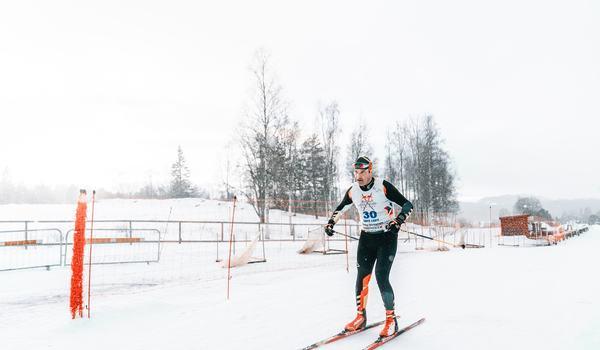 Finländaren Teemu Virtanen ska försöka slå världsrekord i längdskidåkning. Målet är att staka över 472 km, på ett dygn. FOTO: Oscar Sey.