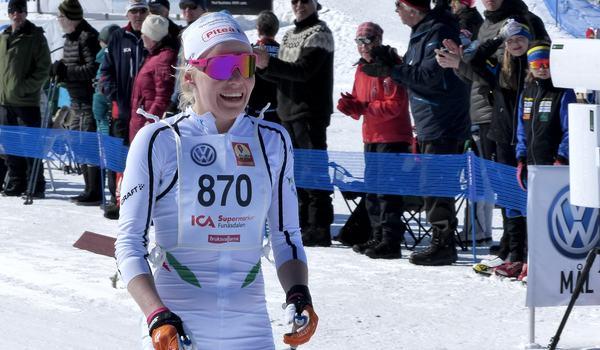 Deltävlingarna i Volkswagen cup kommer att livestreamas av Svenska skidförbundet. Med start i Idre i helgen och till finalen i Bruksvallarna i vår. På bilden Lisa Vinsa som vann Fjälltopploppet i Bruksvallarna i våras. FOTO: Johan Trygg/Längd.se.