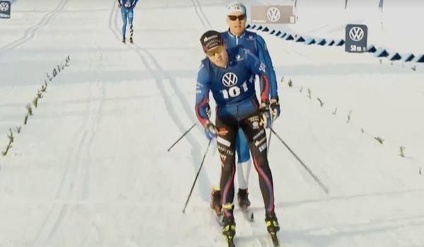 Fredrik Andersson spurtade i mål som vinnare på 15 kilometer klassiskt i Idre på fredagsförmiddagen. FOTO: Från Svenska skidförbundets livesändning.
