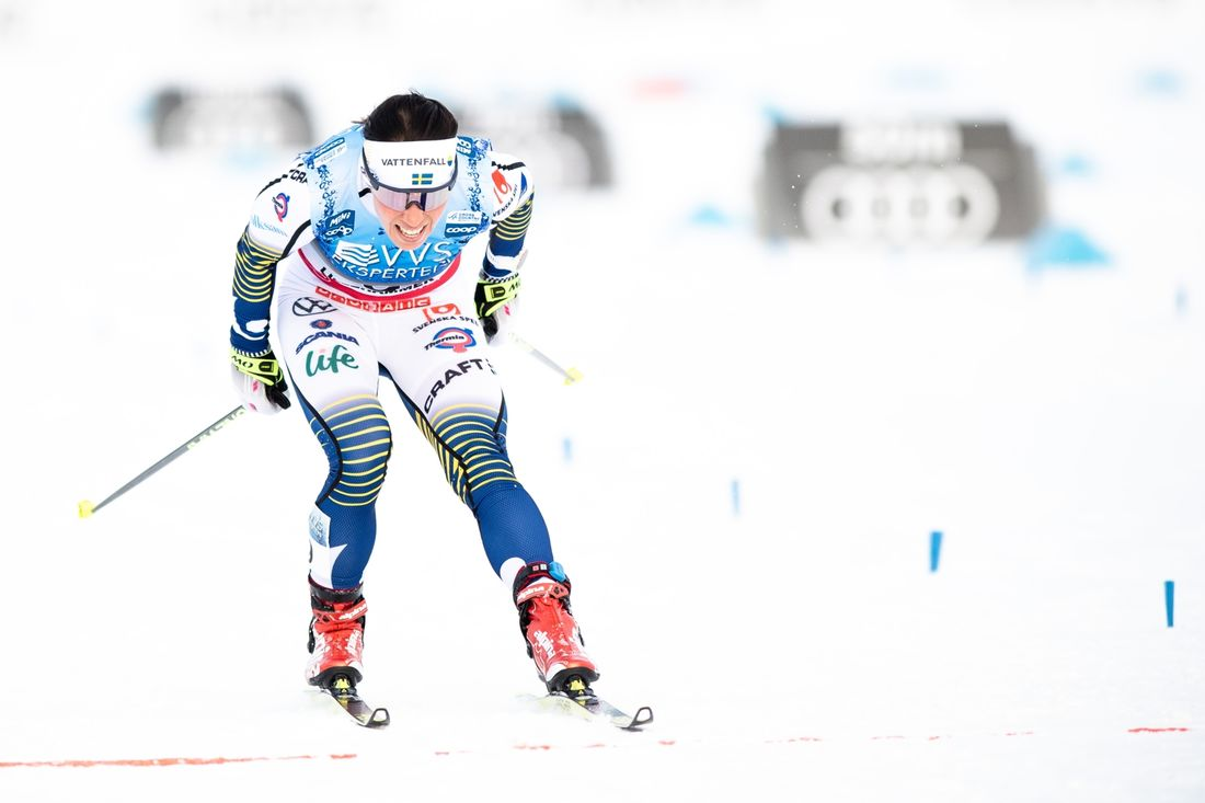 Charlotte Kalla spurtade in som sexa på skitahlonloppet i Lillehammer. FOTO: Bildbyrån/Mathias Bergeld.