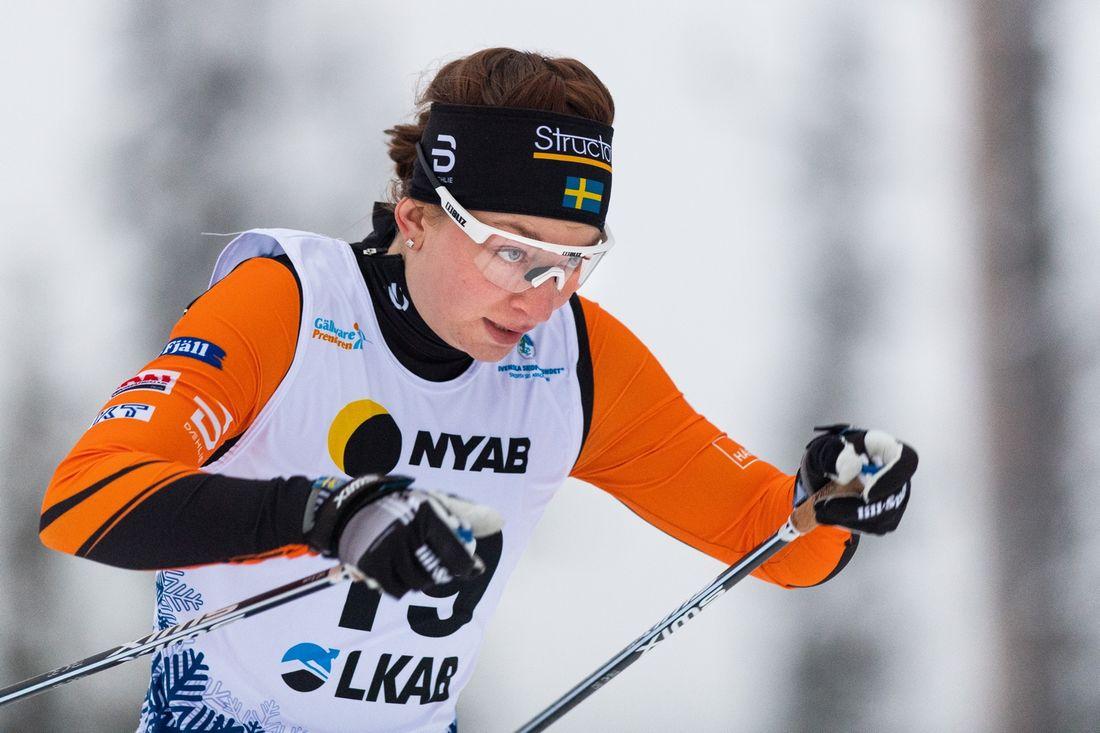 Moa Olsson vann i överlägsen stil på 15 kilometer skejt i Falun under Volkswagen cup. FOTO: Bildbyrån/Mathias Bergeld.