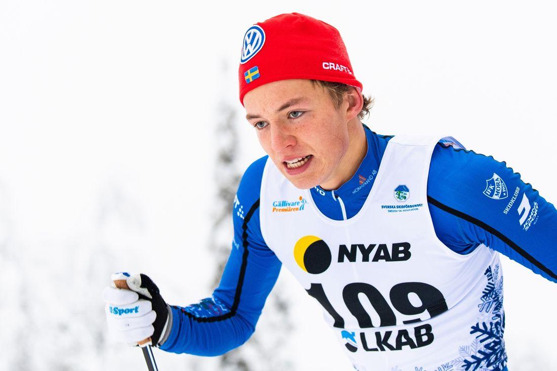 Gustaf Berglund tar plats i Sveriges trupp till världscupen i Davos. FOTO: Bildbyrån/Mathias Bergeld.