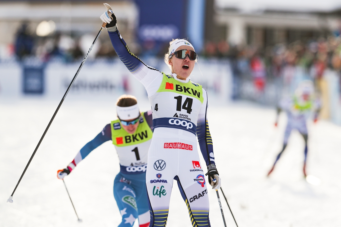 Linn Svahn jublar på mållinjen. FOTO: Bildbyrån - GEPA PICTURES/PAtrick Steiner.