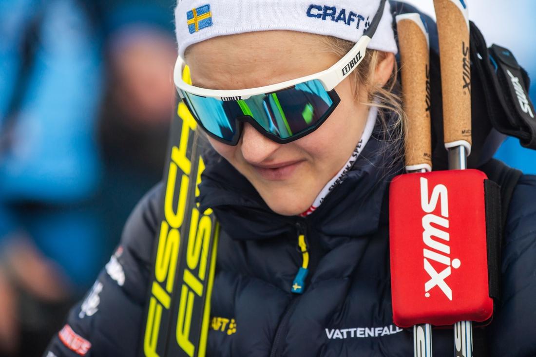 Det blev en tråkig start på Tour de Ski för Stina Nilsson som hade rejält ont i sin gamla revbensskada. FOTO: Bildbyrån/Mathias Bergeld.