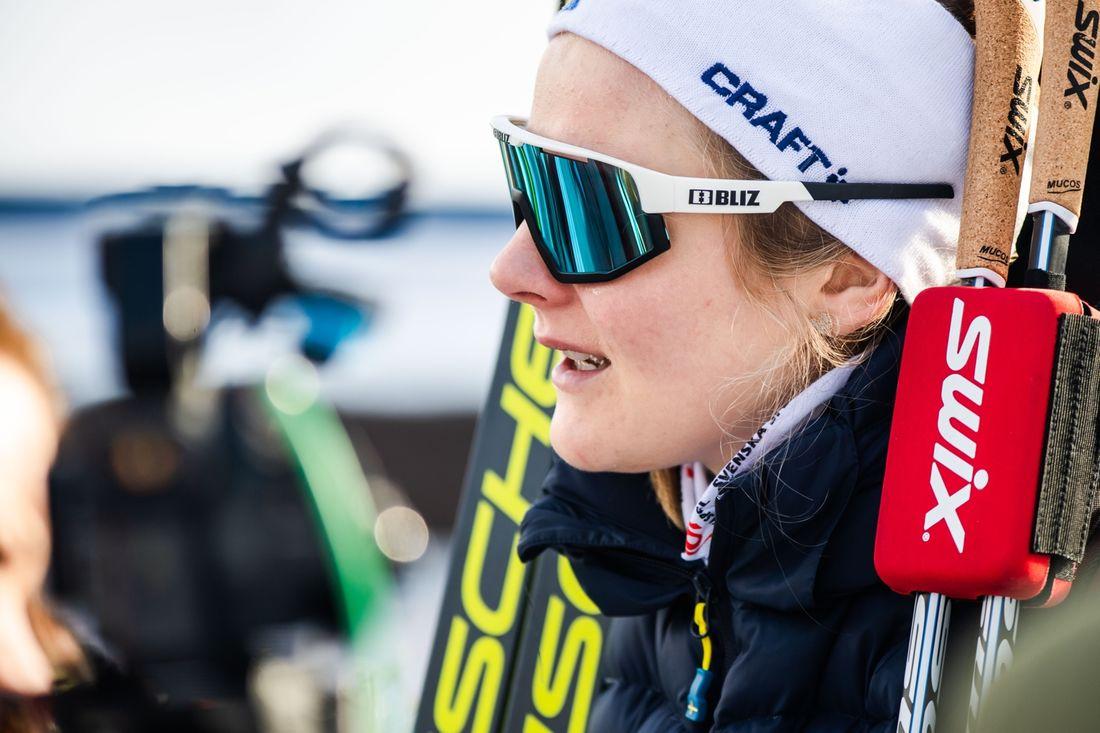 En ledsen Stina Nilsson tvingas bryta Tour de Ski på grund av skada. FOTO: Bildbyrån/Mathias Bergeld.