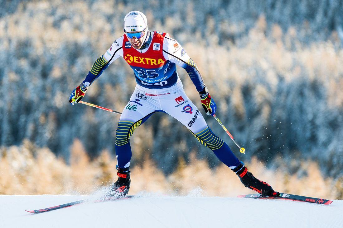 Calle Halfvarsson slog till med en fjärdeplats på tredje Tour de Ski-etappen efter en riktigt vass avslutning. FOTO: Bildbyrån/Mathias Bergeld.