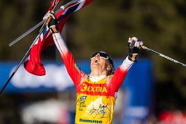 Therese Johaug jublar på mållinjen som vinnare av Tour de Ski 2019-2020. FOTO: Bildbyrån/Daniel Bergeld.