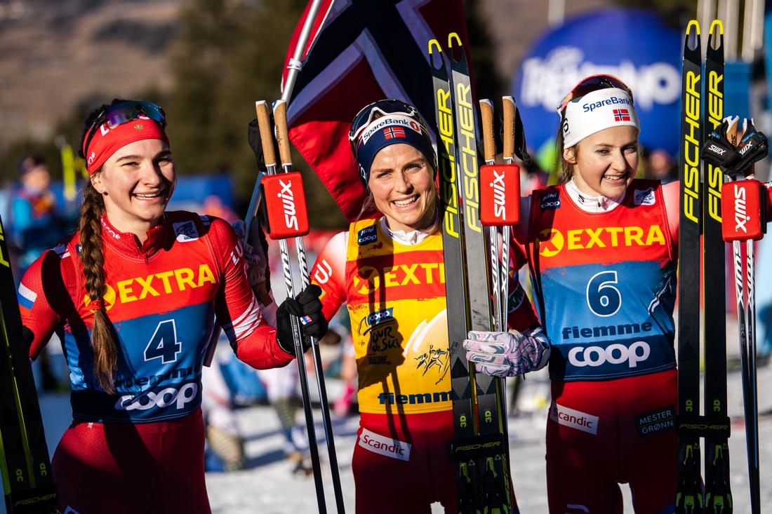 Topptrion: tvåan Nepryaeva, ettan Johaug och trean Östberg. FOTO: Bildbyrån/Daniel Bergeld.